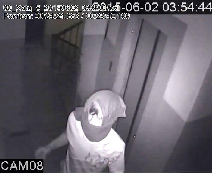 В Запорожье кабельного вора засняла камена видеонаблюдения (ФОТО) (фото) - фото 1