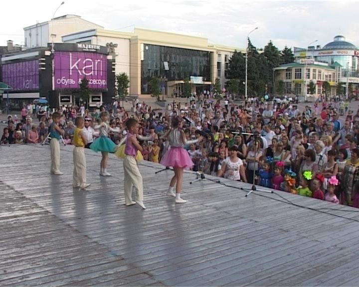 В Армавире воспитанники детских садов выступили на Центральной площади (фото) - фото 1