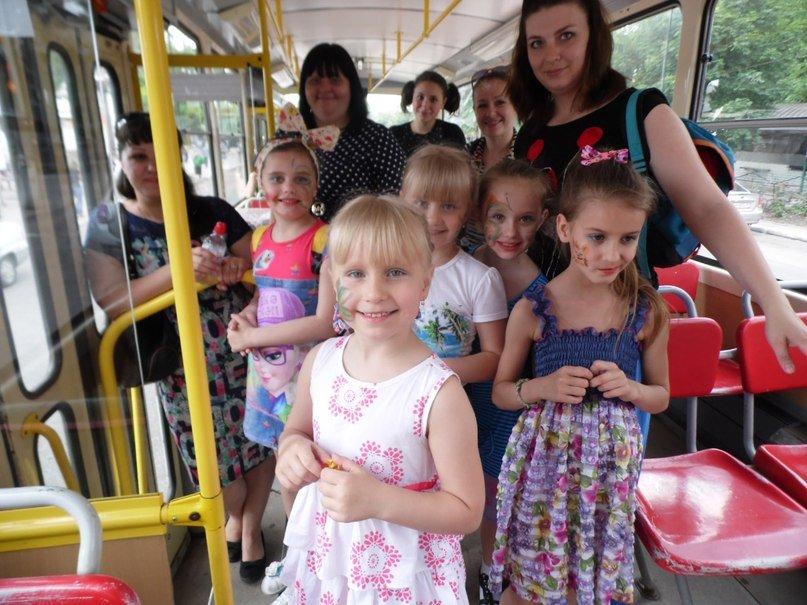 Мариупольских детей возил «Трамвай сказок» (ФОТО) (фото) - фото 1