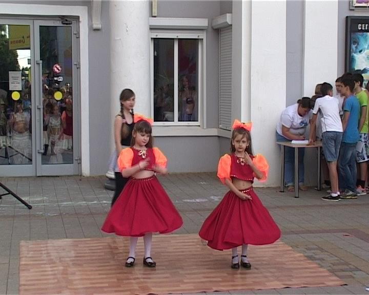 В Армавире в день защиты детей открыли летние дворовые площадки (фото) - фото 1