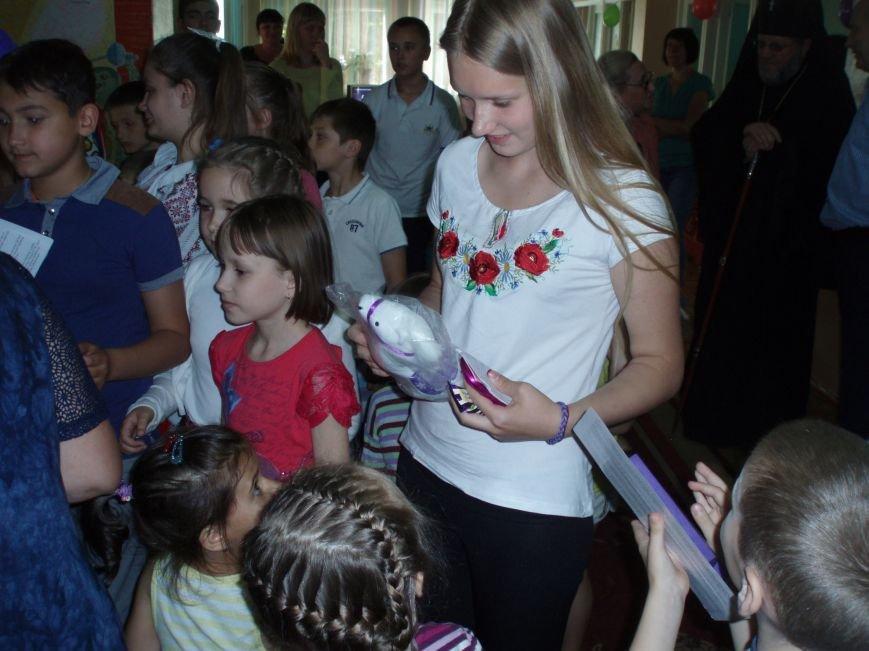 БФ «Милосердие» ко Дню защиты детей вручил юным пациентам детской больницы сладкие подарки (ФОТО) (фото) - фото 1