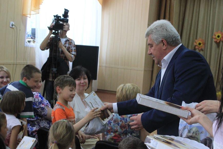 Воспитанники школы-интерната получили сладкие подарки от мэра и и.о. командира ВСУ, фото-3