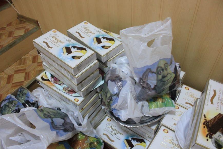 Воспитанники школы-интерната получили сладкие подарки от мэра и и.о. командира ВСУ, фото-5