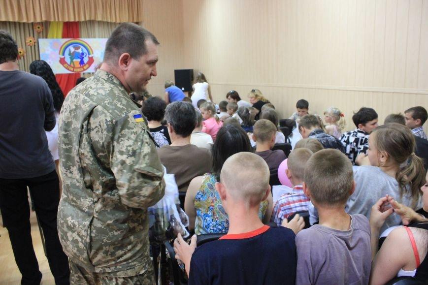 Воспитанники школы-интерната получили сладкие подарки от мэра и и.о. командира ВСУ, фото-4