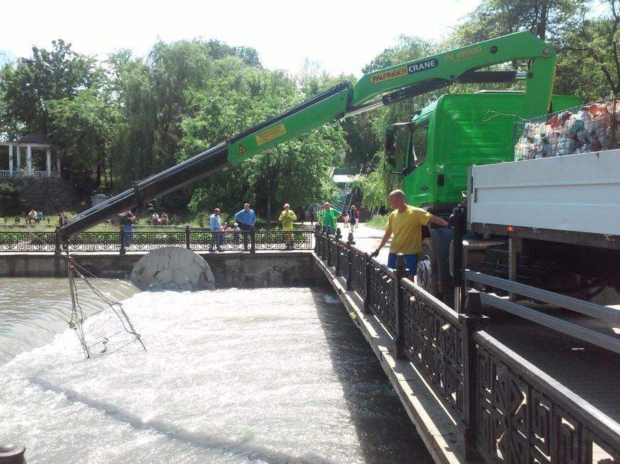 В Симферополе приступили к очистке Салгира. Мусор вывозят грузовиками (ФОТО, ВИДЕО), фото-1