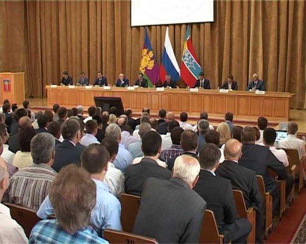Исполняющий обязанности губернатора Кубани в Армавире провел совещание по развитию промышленности (фото) - фото 1