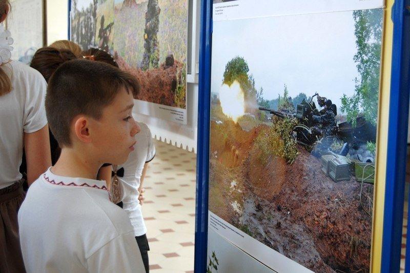 В Днепропетровске открылась выставка «Возвращайся живым» (ФОТО) (фото) - фото 1
