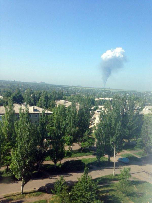 В Марьинке и Красногоровке идут бои. В Донецке - пожар в районе конно-спортивного комплекса (фото) (фото) - фото 1
