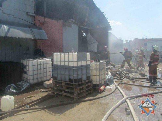 В Гродно на участке розлива химпродукции произошел пожар (фото) - фото 6