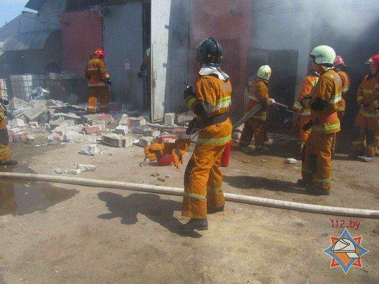 В Гродно на участке розлива химпродукции произошел пожар (фото) - фото 3