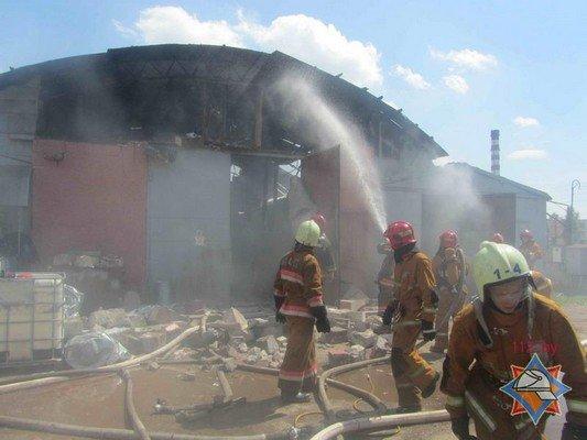 В Гродно на участке розлива химпродукции произошел пожар (фото) - фото 4