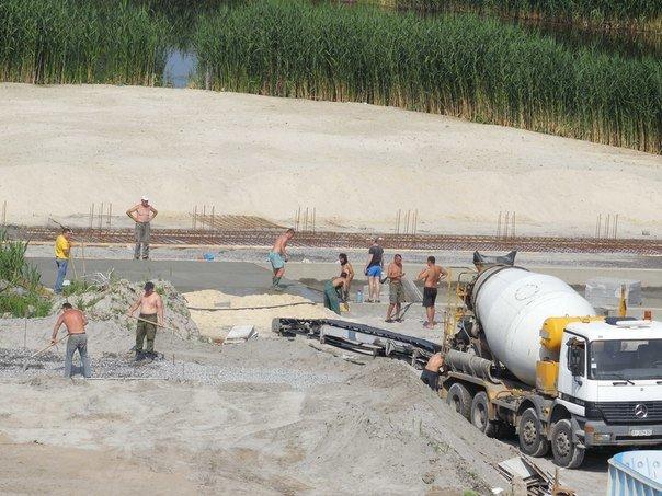 В прибрежной полосе реки Сухой Кагамлык ведётся незаконное строительство (ФОТО) (фото) - фото 1