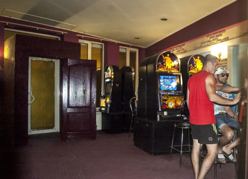 Неистребимые: В Запорожье третий раз закрыли зал игровых автоматов (ФОТОРЕПОРТАЖ), фото-1