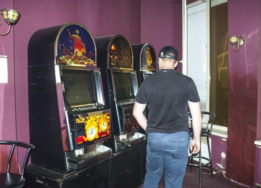 Неистребимые: В Запорожье третий раз закрыли зал игровых автоматов (ФОТОРЕПОРТАЖ), фото-14