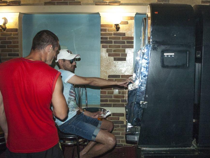 Неистребимые: В Запорожье третий раз закрыли зал игровых автоматов (ФОТОРЕПОРТАЖ), фото-2