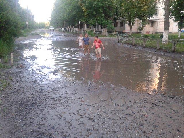 Сумчане просят сделать дорогу и отремонтировать дом, который рушится (ФОТО) (фото) - фото 1