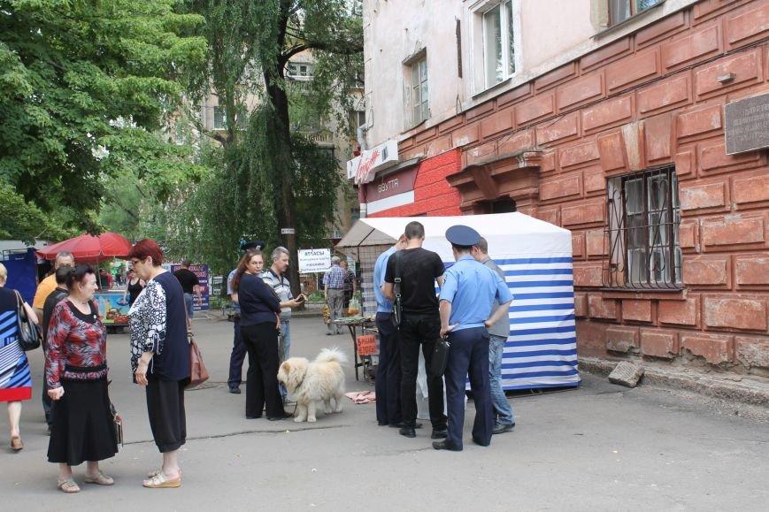 В Кривом Роге на крытом рынке милиция выявила нарушителя правил торговли и конфисковала товар (ФОТО), фото-4