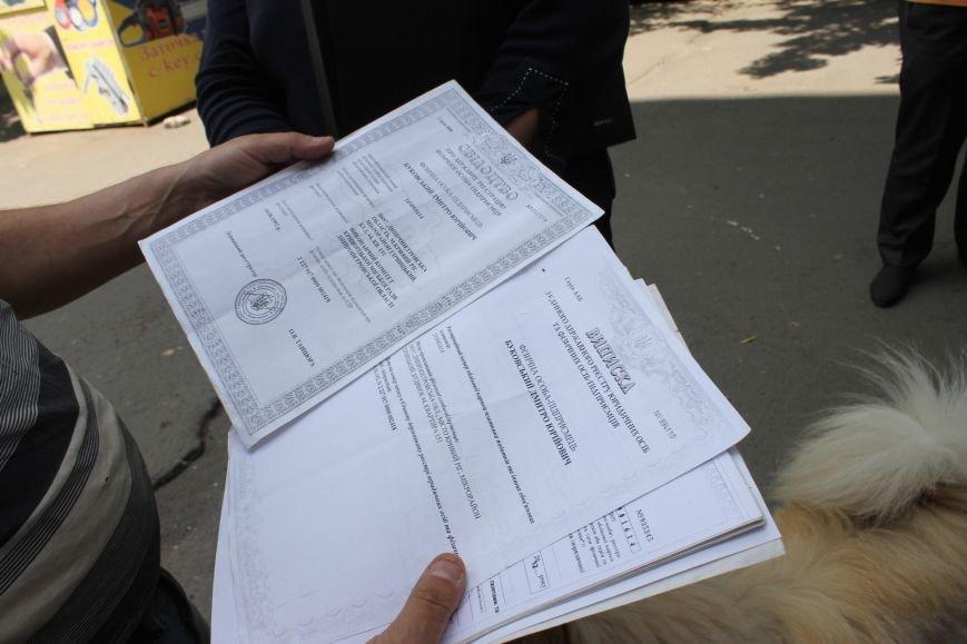 В Кривом Роге на крытом рынке милиция выявила нарушителя правил торговли и конфисковала товар (ФОТО), фото-6