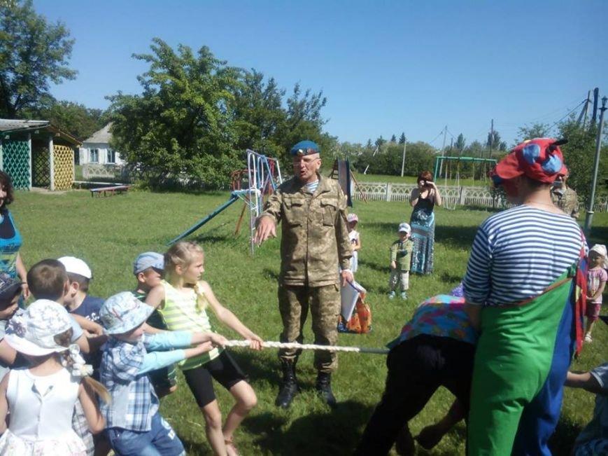 Бойцы николаевской 79-ки переоделись в клоунов, чтобы развеселить детей в зоне АТО (ФОТО) (фото) - фото 5