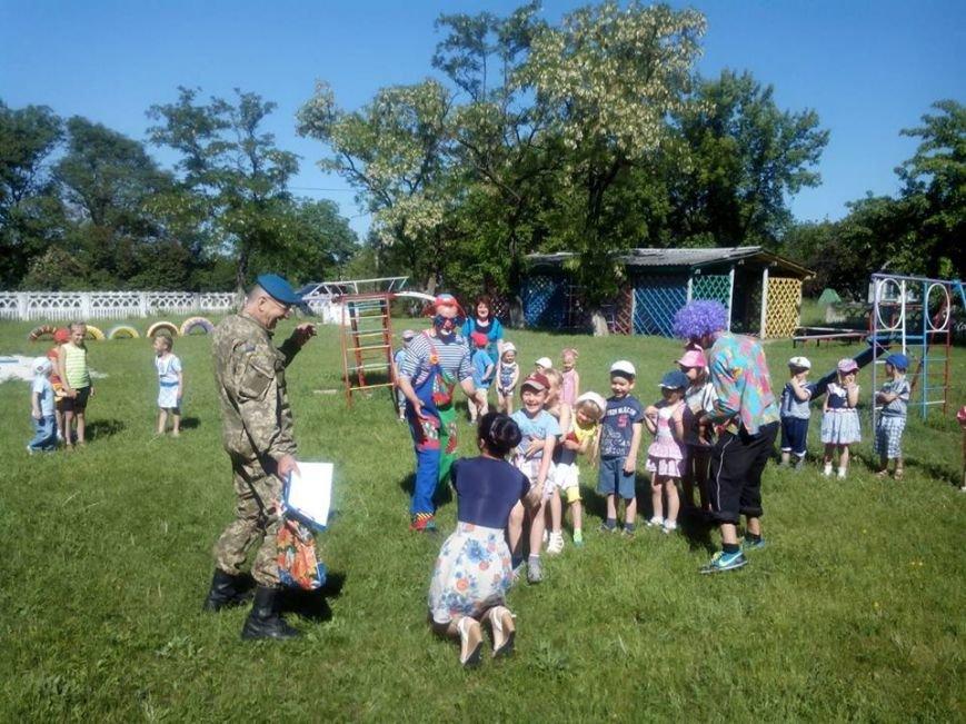 Бойцы николаевской 79-ки переоделись в клоунов, чтобы развеселить детей в зоне АТО (ФОТО) (фото) - фото 2