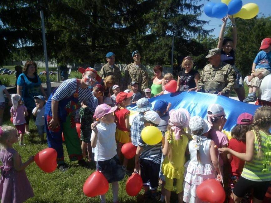 Бойцы николаевской 79-ки переоделись в клоунов, чтобы развеселить детей в зоне АТО (ФОТО) (фото) - фото 1