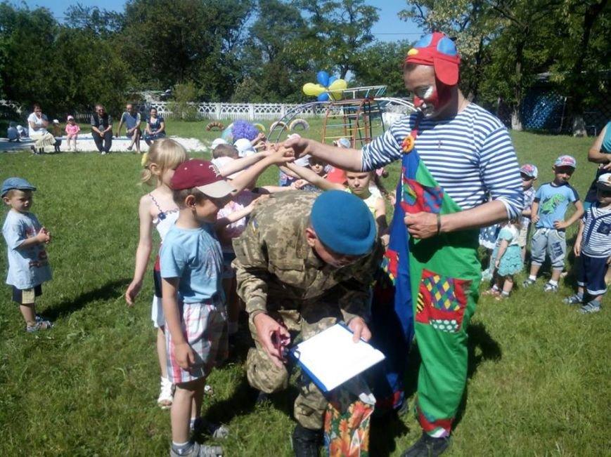 Бойцы николаевской 79-ки переоделись в клоунов, чтобы развеселить детей в зоне АТО (ФОТО) (фото) - фото 8