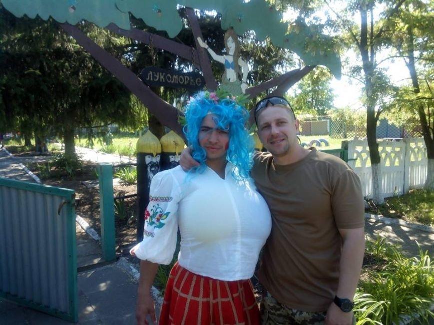 Бойцы николаевской 79-ки переоделись в клоунов, чтобы развеселить детей в зоне АТО (ФОТО) (фото) - фото 6