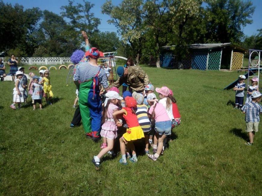 Бойцы николаевской 79-ки переоделись в клоунов, чтобы развеселить детей в зоне АТО (ФОТО) (фото) - фото 4