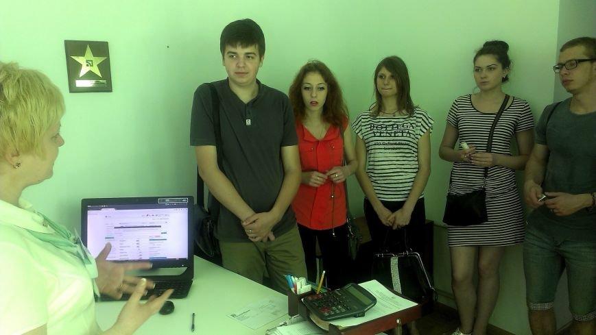 Студенты Мариупольского электромеханического техникума проходят онлайн-практику в ПриватБанке (фото) - фото 4