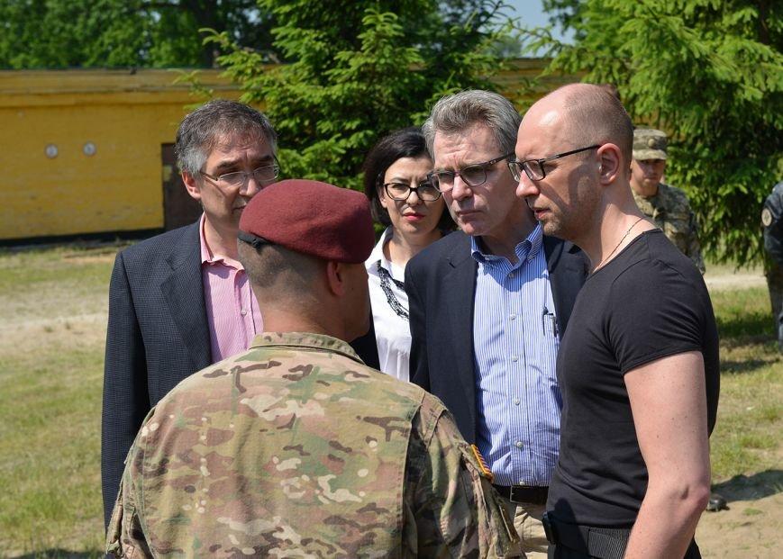 Яценюк відвідав Яворівський полігон (ФОТОРЕПРТАЖ), фото-5