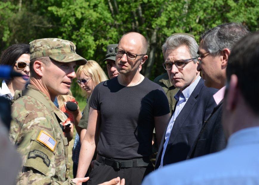 Яценюк відвідав Яворівський полігон (ФОТОРЕПРТАЖ), фото-2
