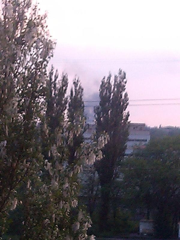 В Донецке горит автовоказл «Западный» (ФОТО) (фото) - фото 3