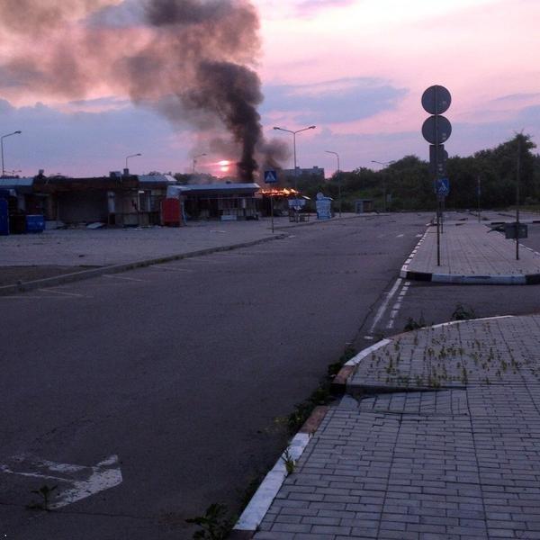 В Донецке горит автовоказл «Западный» (ФОТО) (фото) - фото 5