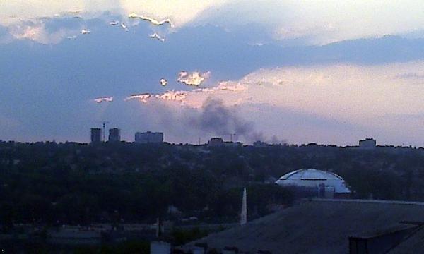 В Донецке горит автовоказл «Западный» (ФОТО) (фото) - фото 1