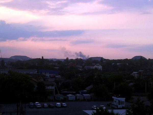 В Донецке горит автовоказл «Западный» (ФОТО) (фото) - фото 2