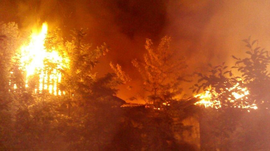 Ночной пожар в Димитрове: на месте возгорания работают Димитровские и Красноармейские спасатели (ОБНОВЛЯЕТСЯ), фото-1