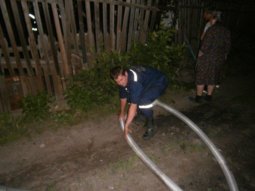 Ночной пожар в Димитрове: на месте возгорания работают Димитровские и Красноармейские спасатели (ОБНОВЛЯЕТСЯ) (фото) - фото 1