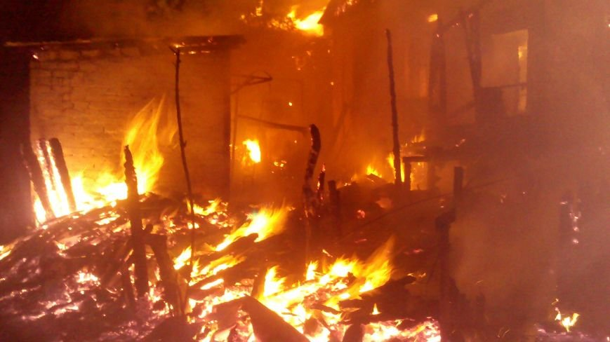 Ночной пожар в Димитрове: на месте возгорания работают Димитровские и Красноармейские спасатели (ОБНОВЛЯЕТСЯ), фото-4
