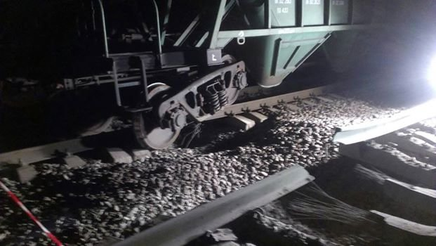 Опубликованы фото с места взрыва Одесской железной дороги (ФОТО) (фото) - фото 1