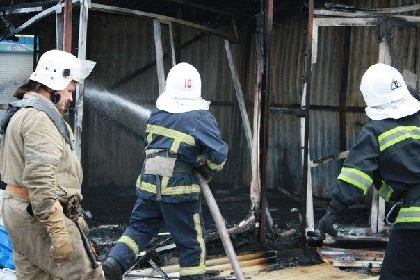Донецкий рынок «Сокол» превратился в руины. Горел автовокзал «Западный» (фото) (фото) - фото 6