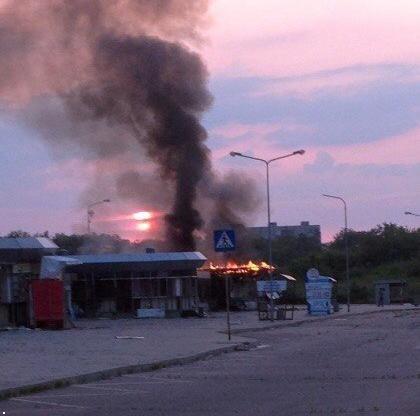 Донецкий рынок «Сокол» превратился в руины. Горел автовокзал «Западный» (фото) (фото) - фото 9