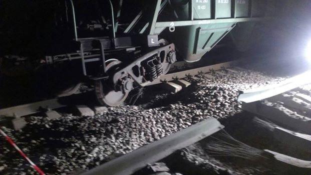 Из-за взрыва под Одессой сошёл с путей поезд (фото) - фото 1