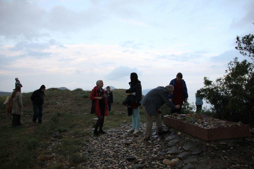 Участники чтений на могиле Волошина
