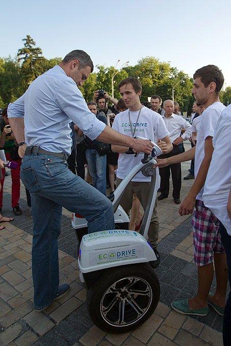 В Киеве Кличко дал старт ралли на электромобилях  (ФОТО) (фото) - фото 1