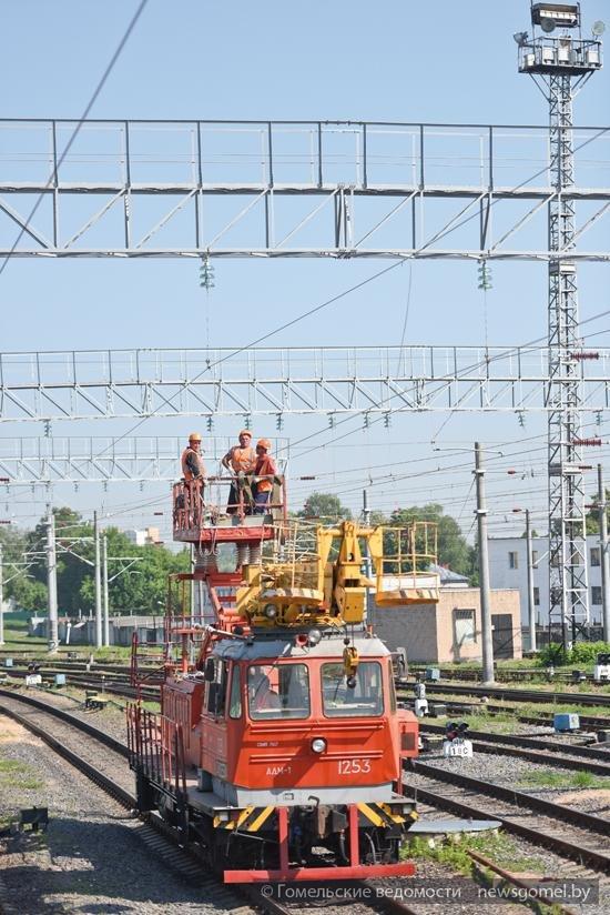 Первые электропоезда начнут курсировать от Минска до Гомеля в конце 2015 года (фото) - фото 1