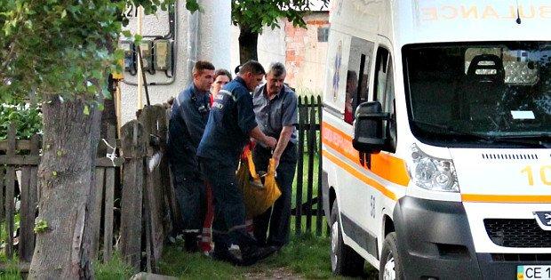 У Сторожинці рятувальники влізли в будинок до жінки, щоб надати їй допомогу, фото-1