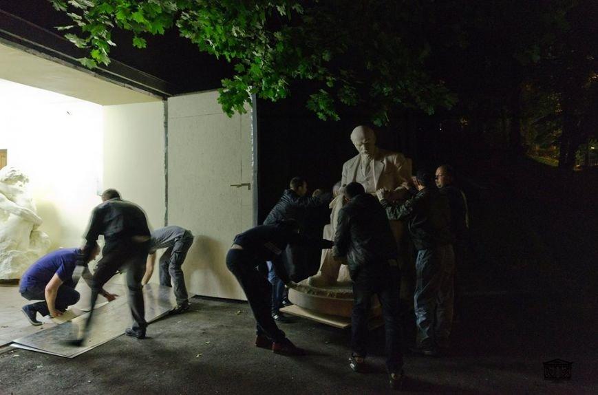 В Киеве Ленина из Музея искусств «переселили» в гараж (ФОТО) (фото) - фото 1