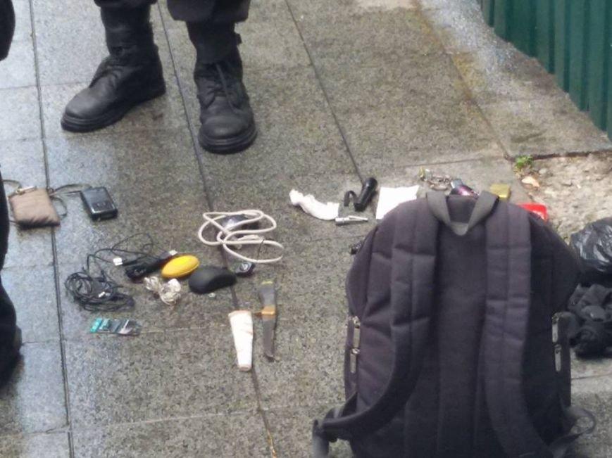 Возле Верховной рады обнаружили рюкзак со взрывчаткой (ФОТО) (фото) - фото 1