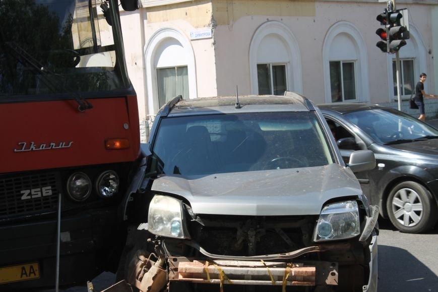 В Кривом Роге внедорожник врезался в автобус. Есть пострадавшие  (ФОТО), фото-9