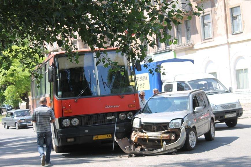 В Кривом Роге внедорожник врезался в автобус. Есть пострадавшие  (ФОТО), фото-6